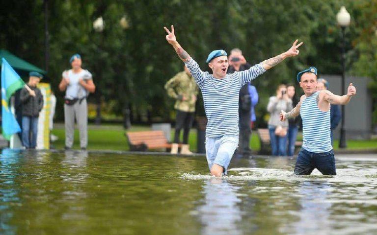 Без концертов и фонтанов. Как еще пройдет день ВДВ в Петербурге в 2021 году?