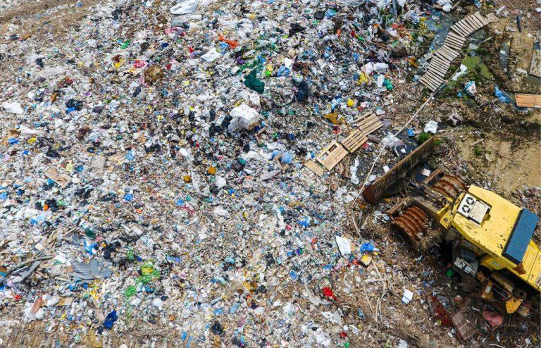 Смольный определился с мусорным оператором Северной столицы