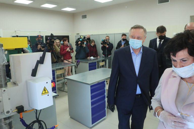 Глава Северной столицы посетил кванториум гимназии на Васильевском острове