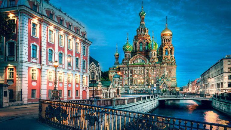 Петербург признали наиболее популярным направлением отдыха в России этим летом